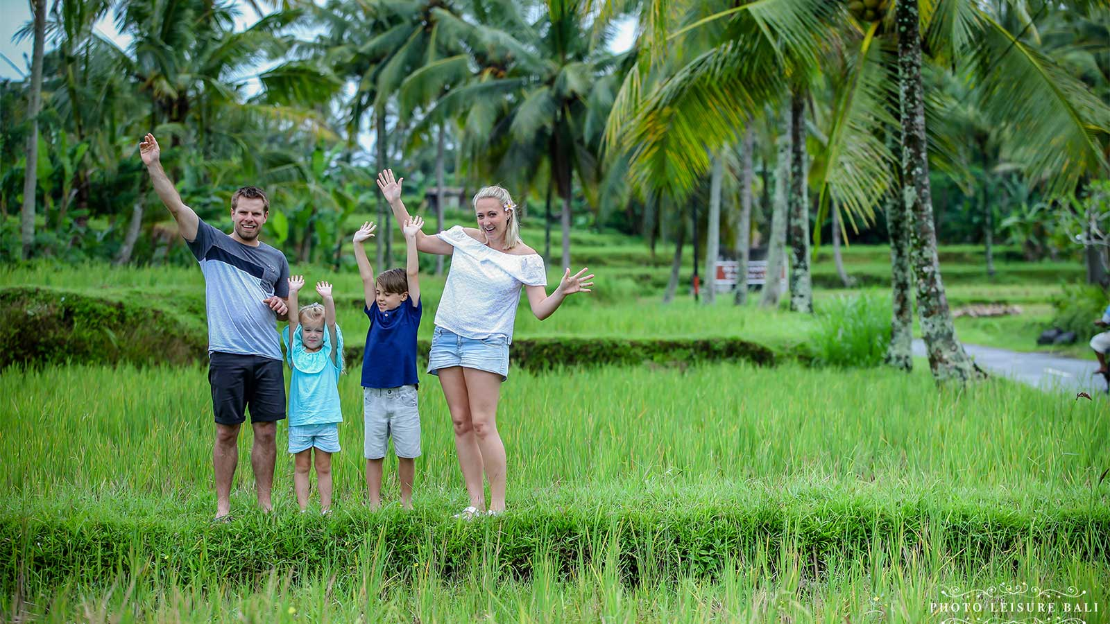 walk with family at field rice near dedary kriyamaha villa
